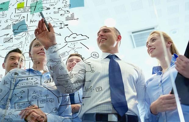 Carreira ; trabalho em equipe ; esforço do time ; escritório ; atingir metas ;  (Foto: Shutterstock)
