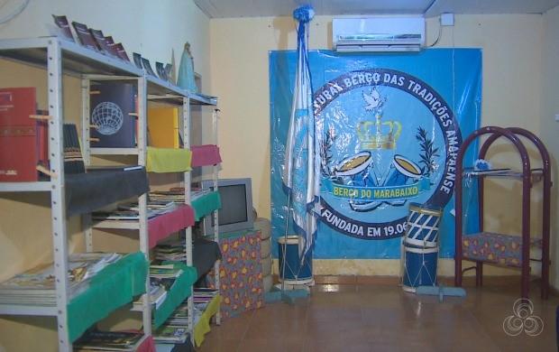 Biblioteca contém 60 livros e atende estudantes e crianças da comunidade (Foto: Amapá TV)