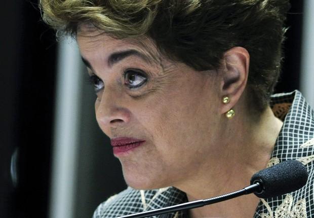 A presidente afastada Dilma Rousseff discursa diante dos senadores no julgamento do impeachment (Foto: Geraldo Magela/Agência Senado)
