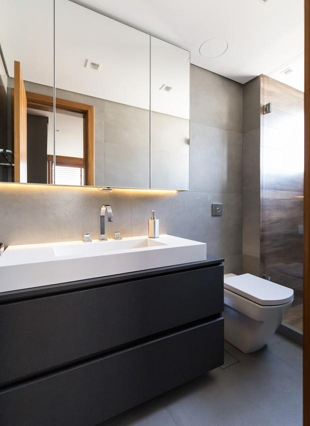 banheiro-suíte-luxuoso-projeto-bibiana-menegaz (Foto: Marcelo Donadussi/Divulgação)