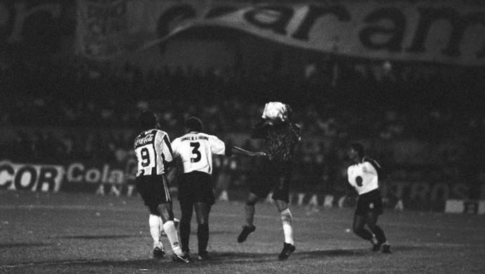 Ceará e Grêmio, na Copa do Brasil, em 1994 (Foto: Agência Diário)