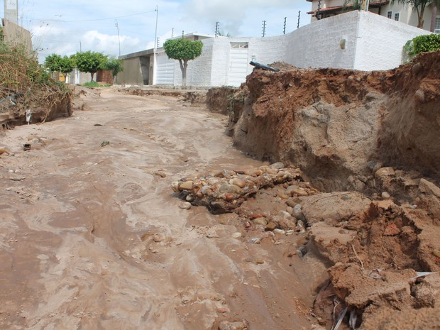 Rua 37 do bairro Park Jatobá II, Zona Leste de Petrolina. (Foto: Larissa Paim/G1)