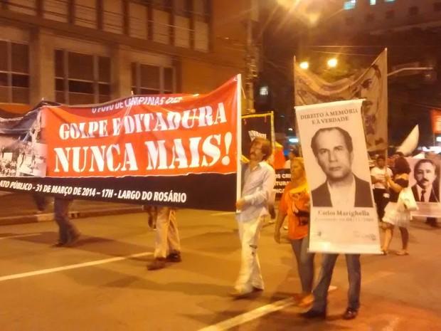Ato em Campinas relembra luta contra a ditadura (Foto: Mayara Yamaguti / G1)