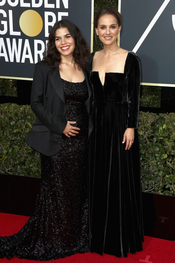 BEVERLY HILLS, CA - JANUARY 07:  Actors America Ferrera (L) and Natalie Portman attend The 75th Annual Golden Globe Awards at The Beverly Hilton Hotel on January 7, 2018 in Beverly Hills, California.  (Photo by Frederick M. Brown/Getty Images) (Foto: Getty Images)