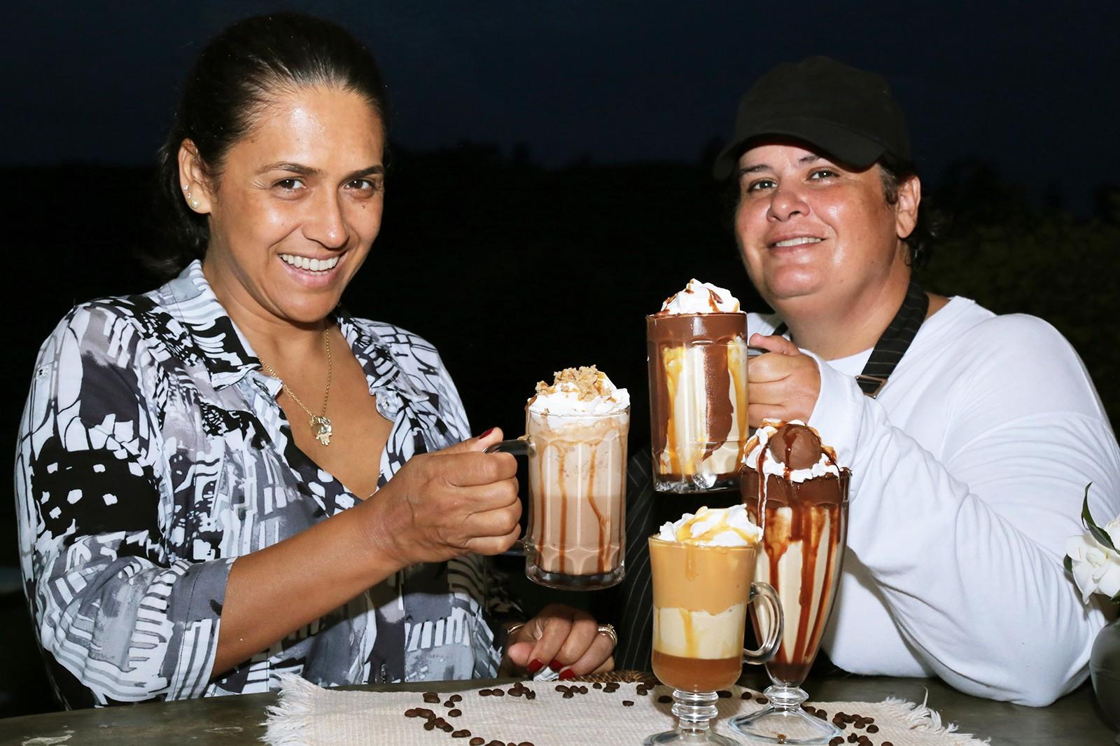 Raquel Souza e Débora Mafra (Foto: Viola Júnior)