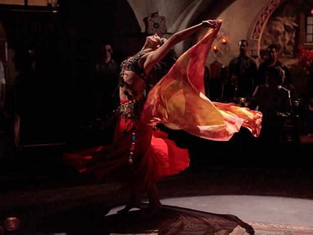 Tânia arrasou na dança turca (Foto: Salve Jorge/TV Globo)