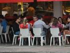 Flávia Alessandra almoça com a família no Rio