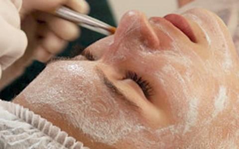 Luana Piovani acompanha novo método de limpeza de pele