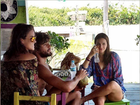 Bruna Marquezine e Marlon Teixeira são flagrados à beira-mar