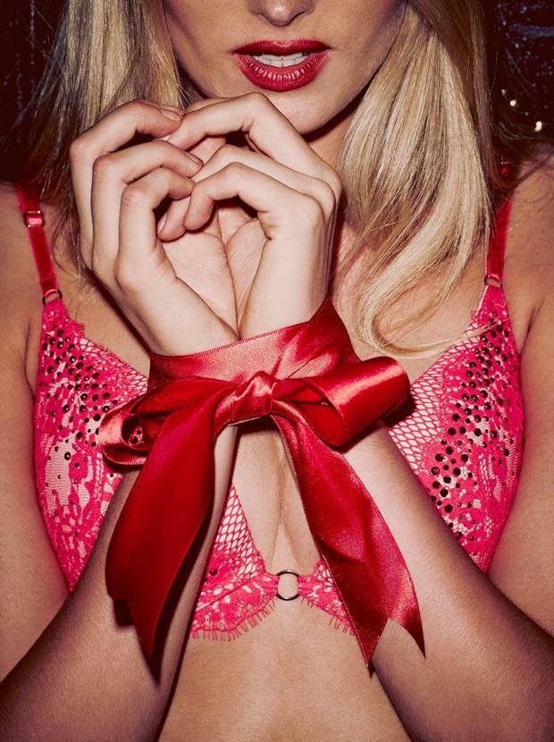937d51c4f Jingle bells! Angels estrelam campanha de lingerie para o Natal ...