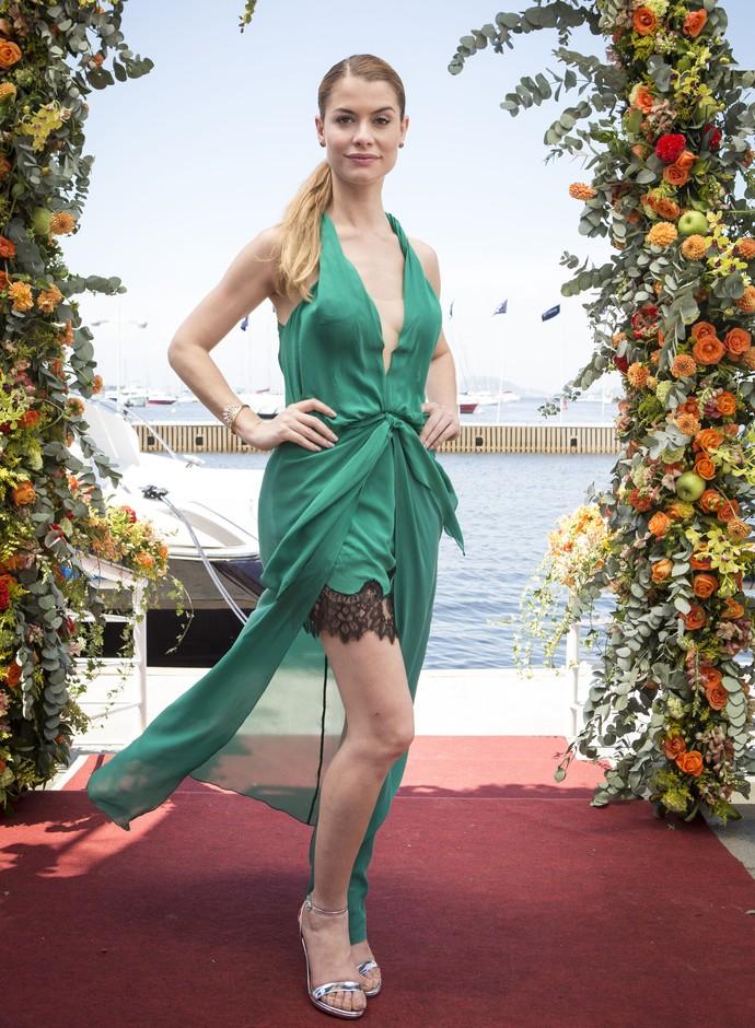 Diana arrasa com look verde esmeralda em Rock Story (Foto: Felipe Monteiro / Gshow)