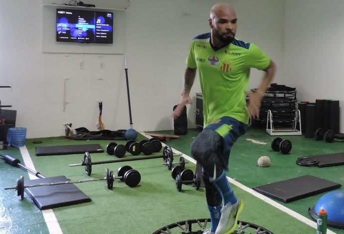 Zagueiro Paulo Sérgio durante atividades físicas no CT do Sampaio Correa (Foto: Sampaio /  Divulgação)