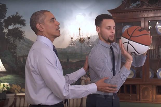 """Obama ensina Stephen Curry a melhorar o """"arremesso perfeito"""" (Foto: Reprodução)"""