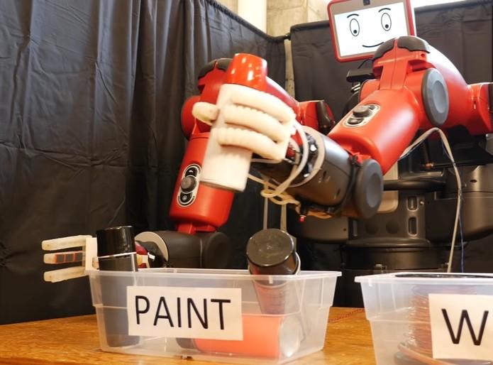 Ao perceber uma forte reação do cérebro o robô refaz sua escolha (Foto: Divulgação/CSAIL)