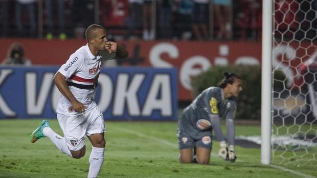 Luis Fabiano gol, São Paulo x Grêmio Osasco Audax (Foto: Ricardo Nogueira/Agência Estado)