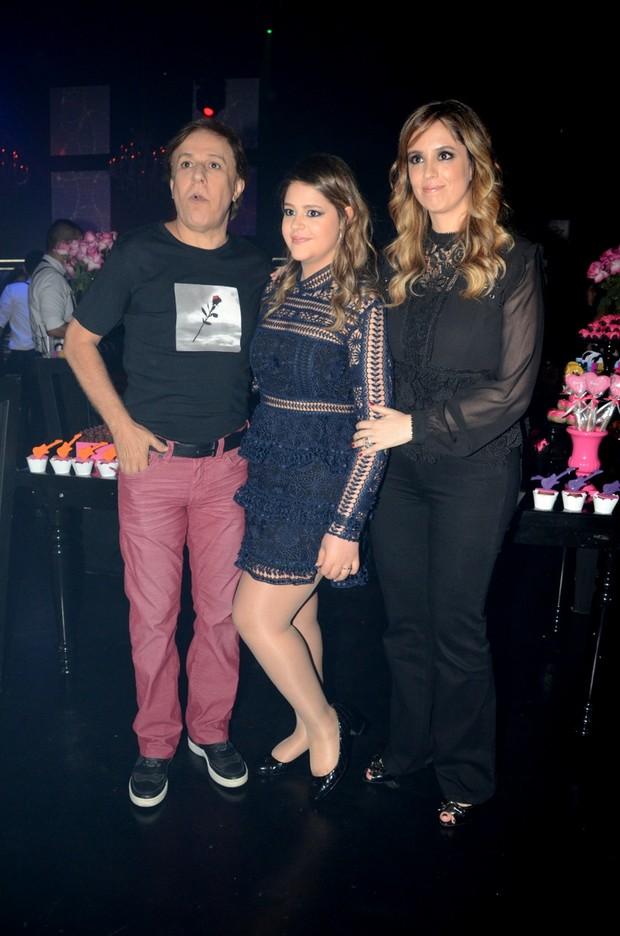 Tom Cavalcante com filha e esposa (Foto: Eduardo Martins / AGNEWS)