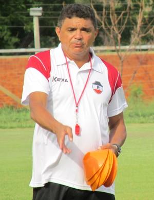 Flávio Araújo - técnico do River-PI (Foto: Emanuele Madeira/GLOBOESPORTE.COM)