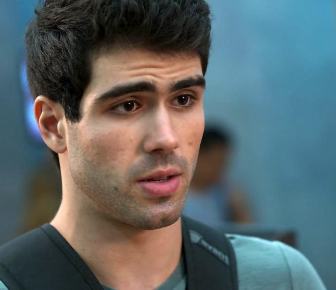 Rômulo não engole desculpa e manda a real: 'Tenho vontade de dar um murro na minha própria cara!' (Foto: TV Globo)