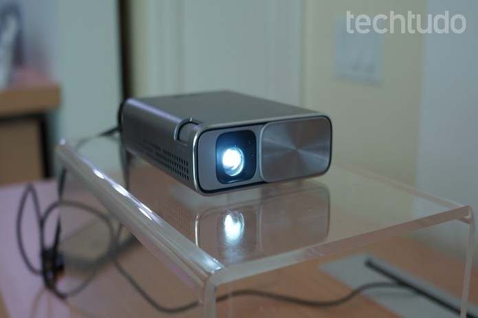 ZenBeam: Asus lança projetor portátil na CES 2016 (Foto: Thássius Veloso/TechTudo)