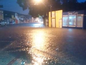 Ruas ficaram alagadas em Porto Seguro após chuvas, na noite de terça-feira (28) (Foto: Elvis Magno dos Santos Ramos/ Arquivo Pessoal)
