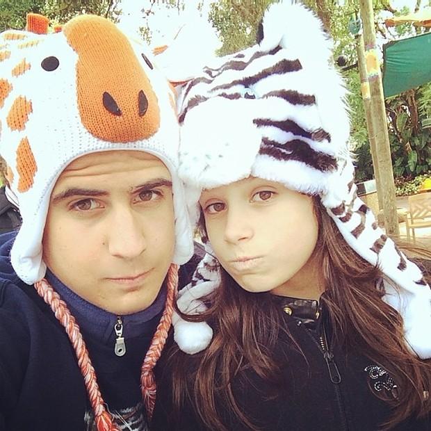 Enzo Celulari e Sophia em parque em Tampa, nos Estados Unidos (Foto: Instagram/ Reprodução)