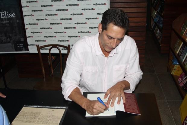 Luiz Ernesto Lacombe lança livro  (Foto: Rogerio Fidalgo / AgNews)
