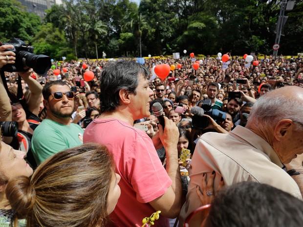 O prefeito Fernando Haddad se encontra com eleitores e simpatizantes no evento intitulado Valeu Haddad na Avenida Paulista (Foto: Nelson Antoine/FramePhoto//Estadão Conteúdo)