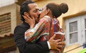 Penha resolve dar uma chance a Sandro e encontra a felicidade ao lado do malandro (Cheias de Charme / TV Globo)