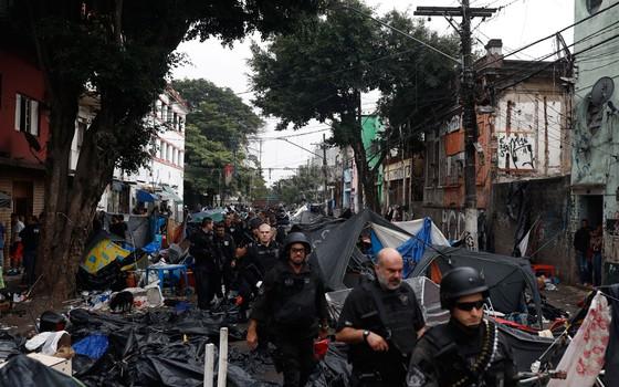 As Polícias Civil e Militar realizam, na manhã deste domingo, 21, uma grande operação na região da Cracolândia, no centro de São Paulo. (Foto:  Leonardo Benassatto / Frame Photo / Agência O Globo)
