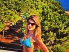 De biquíni, Carol Magalhães curte dia em Ibiza