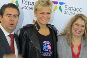 Apresentadora com seu sócio e a diretora da ABF, Cristina Franco (Foto: Gabriela Gasparin/G1)