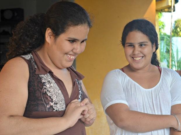 As gêmeas são muito unidades e fazem tudo juntas (Foto: Janine Brasil/G1)