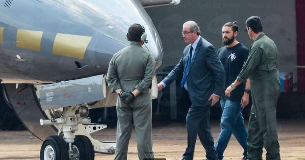 Eduardo Cunha embarca para Curitiba após prisão (Foto: Reprodução / Agência Brasil)