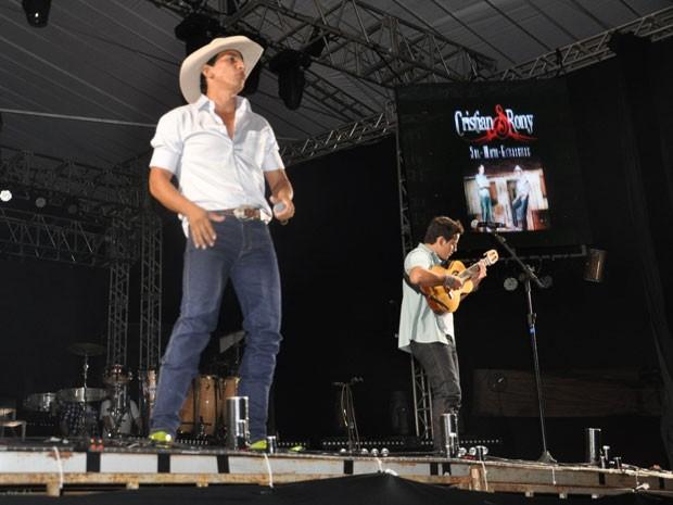 Cristian e Rony apresentam repertório no Show de Verão (Foto: Aliny Mary Dias/G1 MS)