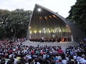 Concha Acústica recebe última apresentação da Orquestra Sinfônica de Campinas em 2013 (Foto: Carlos Bassan)