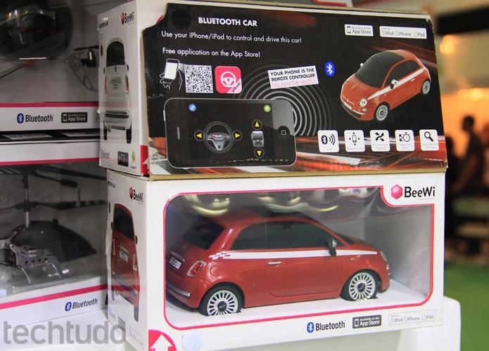 """Os """"SmartToys"""" da BeeWi, como a empresa os chama, são miniaturas aprovadas pelos fabricantes de carros  (Foto: Renato Bazan/TechTudo)"""