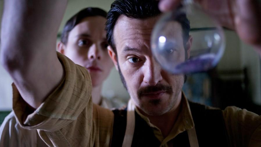 Cena de Ripper Street, mais recente série de TV inspirada pela mitologia em torno dos crimes   de Jack, o Estripador. (Foto: Divulgação)