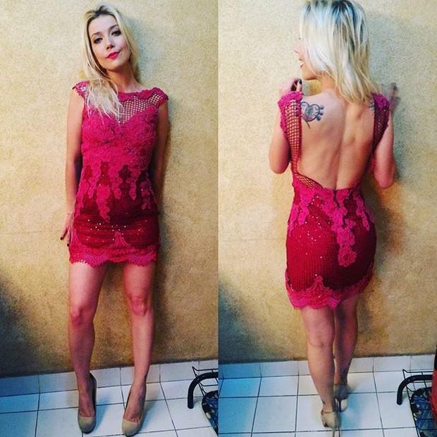 Luiza Possi exibe boa forma com vestido decotado (Foto: Instagram/ Reprodução)