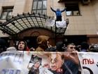 Manifestantes apedrejam embaixada da Turquia em Moscou