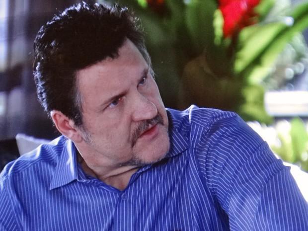Mustafá pensa em terminar o casamento com Berna (Foto: Salve Jorge/TV Globo)