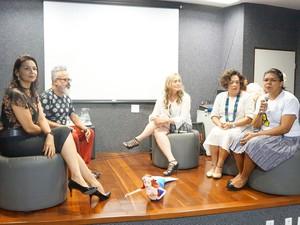 Coletiva de lançamento da exposição contou com a presença do estilista Ronaldo Fraga (Foto: Divulgação)