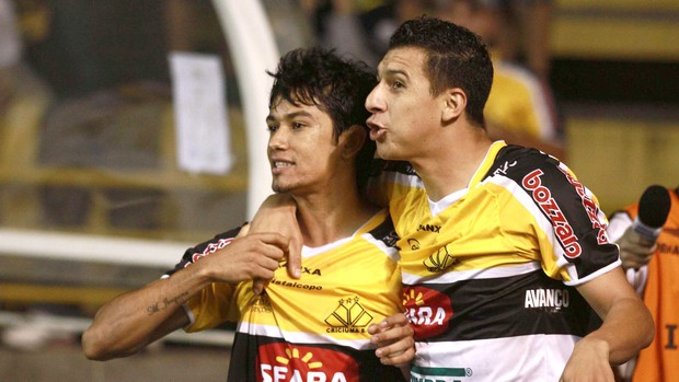 Lucca comemora gol do Criciúma contra o Asa (Foto: Fernando Ribeiro / Futura Press)