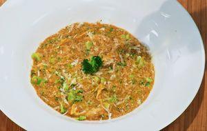 Risoto de quinoa com frango, gorgonzola e brócolis