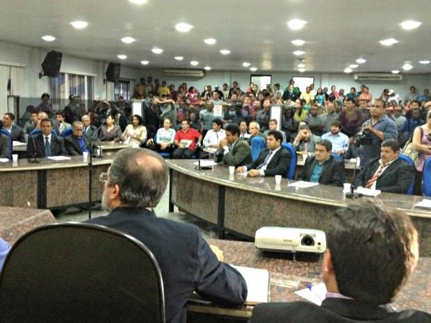 Audiência pública discute deficiência na coleta de lixo do município (Foto: Ivanete Damasceno / G1)