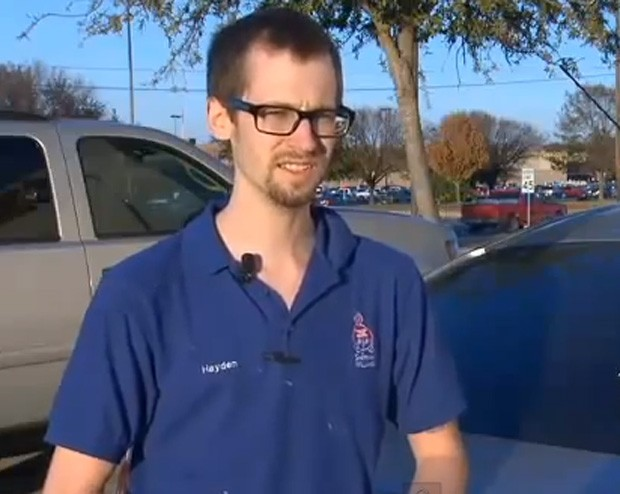 Hayden Carlo disse ao policial que não registrou veículo para poder alimentar os filhos (Foto: Reprodução)
