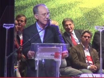 O presidente do PT, Rui Falcão, discursa no encontro nacional do partido, em São Paulo (Foto: Reprodução)