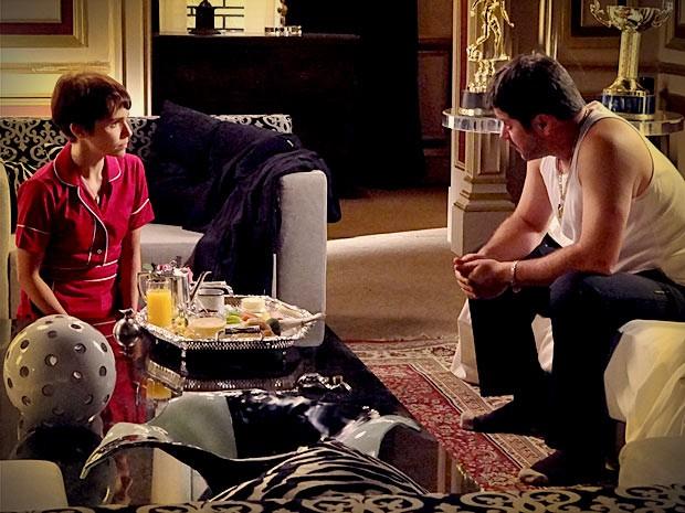 Nina diz a Tufão que prefere ele a Carminha (Foto: Avenida Brasil/TV Globo)