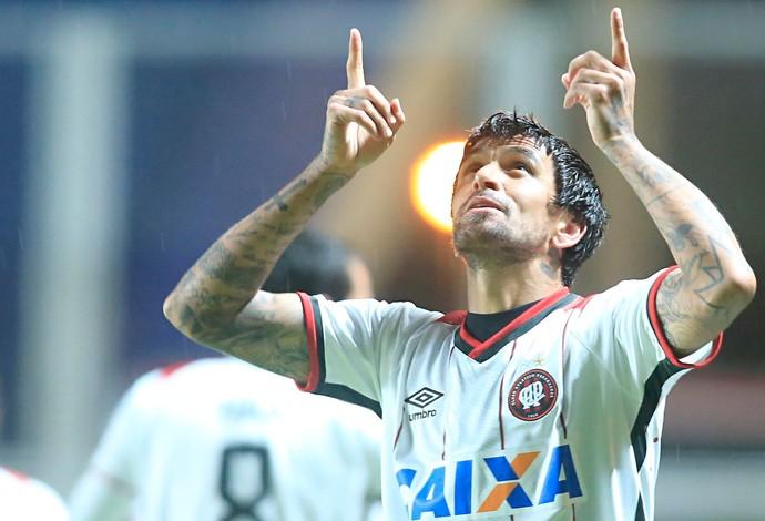Lucho González, Atlético-PR, San Lorenzo (Foto: Albari Rosa/Gazeta do Povo)