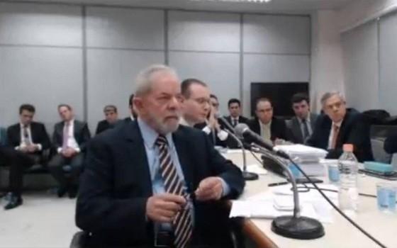 O ex-presidente Luis Inácio Lula da Silva presta depoimento em Curitiba (Foto: Reprodução)