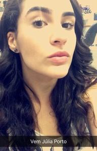 Lívian Aragão posta foto no snapchat de 'Malhação' (Foto: Reprodução)